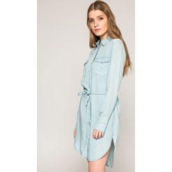 Mustang - Sukienka. Niebieskie sukienki mini marki Mustang, z aplikacjami, z bawełny. W wyprzedaży za 219,90 zł.