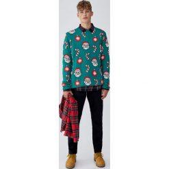 Świąteczny sweter ze Świętym Mikołajem. Zielone swetry klasyczne męskie Pull&Bear, m. Za 109,00 zł.