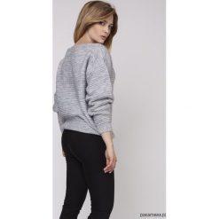 Sweter z fakturą, SWE160 szary MKM. Szare swetry klasyczne damskie Pakamera, w prążki. Za 118,00 zł.