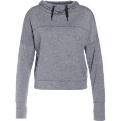 GAP BREATHE CROPPED HOODIE Koszulka sportowa heather grey. Szare t-shirty damskie GAP, m, z elastanu, z długim rękawem. W wyprzedaży za 132,30 zł.