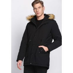 Czarna Kurtka Written In Fire. Czarne kurtki męskie zimowe marki Born2be, l, z aplikacjami, z dresówki. Za 244,99 zł.