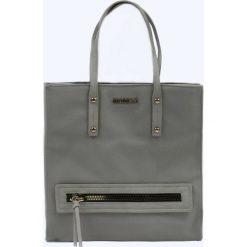Miejska torba z kieszenią. Szare shopper bag damskie Monnari, w paski, ze skóry, duże. Za 103,60 zł.