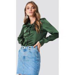Rut&Circle Satynowa koszula Rebecka - Green. Zielone koszule damskie Rut&Circle, z poliesteru. Za 104,95 zł.
