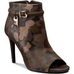 Botki CARINII - B3917  F33-I45-000-000. Zielone buty zimowe damskie Carinii, z nubiku. W wyprzedaży za 239,00 zł.