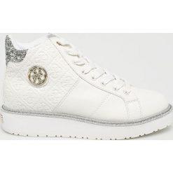 Guess Jeans - Buty. Białe buty sportowe damskie Guess Jeans, z jeansu. Za 529,90 zł.