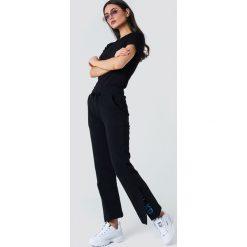 Odzież damska: NA-KD Spodnie sportowe z haftem - Black