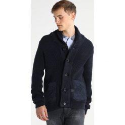 GStar AVIHU SHAWL Kardigan mazarine blue/black. Czarne kardigany męskie marki G-Star, l, z bawełny. W wyprzedaży za 421,85 zł.