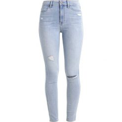 Hollister Co. ULTRA HIGH RISE SUPER SKINNY Jeans Skinny Fit light destroy. Niebieskie boyfriendy damskie Hollister Co. W wyprzedaży za 174,30 zł.