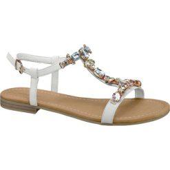Sandały damskie Graceland białe. Białe sandały damskie marki Graceland, w kolorowe wzory, z materiału, na obcasie. Za 89,90 zł.