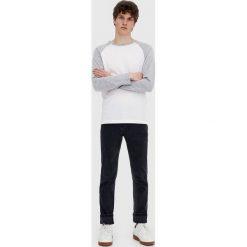 Czarne jeansy slim fit. Szare jeansy męskie relaxed fit marki Pull & Bear, moro. Za 59,90 zł.