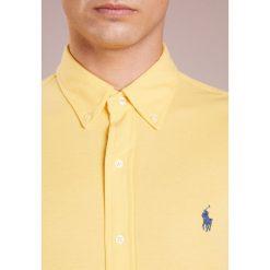 Polo Ralph Lauren FEATHERWEIGHT  Koszula banana cream. Szare koszule męskie marki Polo Ralph Lauren, l, z bawełny, button down, z długim rękawem. Za 459,00 zł.