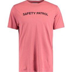 T-shirty męskie z nadrukiem: Soulland FELIX  Tshirt z nadrukiem dusty coral