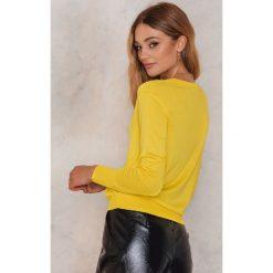 Swetry klasyczne damskie: NA-KD Trend Sweter z dzianiny z dekoltem V - Yellow