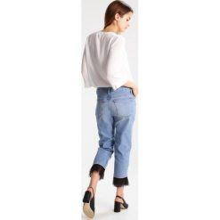 Boyfriendy damskie: Topshop Petite Jeansy Slim Fit middenim