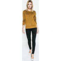 Review - Jeansy Minnie. Szare jeansy damskie rurki marki Review, l, z tkaniny, z okrągłym kołnierzem. W wyprzedaży za 99,90 zł.