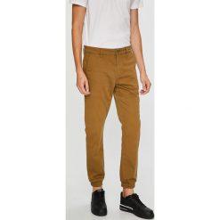 Only & Sons - Spodnie Chino. Szare joggery męskie Only & Sons, z bawełny. W wyprzedaży za 119,90 zł.