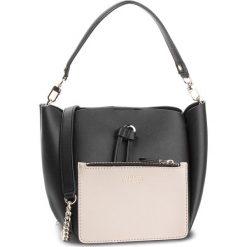 Torebka GUESS - HWVG70 96730 BLA. Czarne torebki klasyczne damskie Guess, z aplikacjami, ze skóry ekologicznej. Za 539,00 zł.
