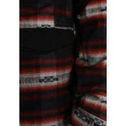 Burton COVERT Kurtka snowboardowa fired brick azrek. Czerwone kurtki sportowe męskie Burton, m, z materiału, snowboardowy. W wyprzedaży za 1039,20 zł.