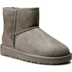 Buty UGG - W Classic Mini II 1016222 W/Grey. Szare buty zimowe damskie marki Ugg, z materiału, z okrągłym noskiem. Za 759,00 zł.