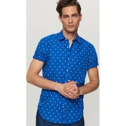 Koszula z mikroprintem slim fit - Niebieski. Niebieskie koszule męskie slim marki QUECHUA, m, z elastanu. Za 89,99 zł.