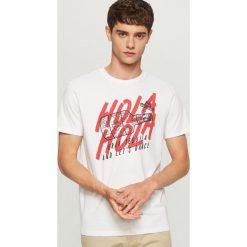 T-shirt z meksykańskim nadrukiem - Biały. Białe t-shirty męskie z nadrukiem marki Reserved, l. W wyprzedaży za 19,99 zł.