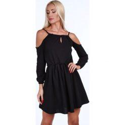 Sukienka z odkrytymi ramionami czarna 1815. Czarne sukienki z falbanami Fasardi, l, z odkrytymi ramionami. Za 109,00 zł.