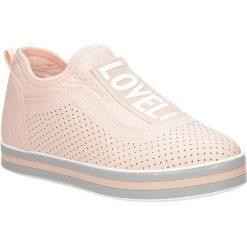 Różowe buty sportowe sneakersy na platformie Casu K5108. Czerwone sneakersy damskie marki KALENJI, z gumy. Za 49,99 zł.