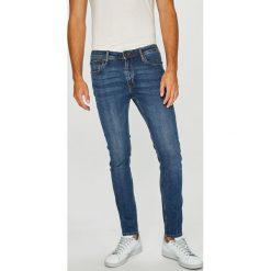Jack & Jones - Jeansy Liam. Niebieskie jeansy męskie regular Jack & Jones, z aplikacjami, z bawełny. W wyprzedaży za 129,90 zł.