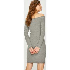 Answear - Sukienka. Szare sukienki dzianinowe marki ANSWEAR, na co dzień, uniwersalny, casualowe, z dekoltem w łódkę, mini, dopasowane. W wyprzedaży za 59,90 zł.