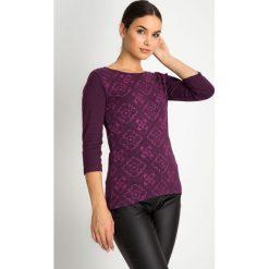 Bluzki damskie: Śliwkowa bluzka w geometryczny wzór QUIOSQUE