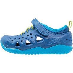 Crocs SWIFTWATER PLAY SHOE Sandały kąpielowe blue jean. Niebieskie sandały chłopięce marki Crocs, z gumy. Za 169,00 zł.