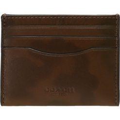 Coach CARD CASE IN WILD BEAST Portfel surplus. Brązowe portfele męskie Coach. Za 399,00 zł.