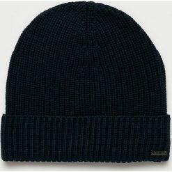 Guess Jeans - Czapka. Czarne czapki zimowe męskie Guess Jeans, na zimę, z aplikacjami, z bawełny. Za 149,90 zł.