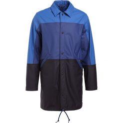 PS by Paul Smith MENS COACH MAC Krótki płaszcz blue. Niebieskie prochowce męskie PS by Paul Smith, l, z materiału. W wyprzedaży za 479,60 zł.