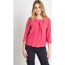 Bluzki damskie: Różowa bluzka bombka z marszczonym dekoltem QUIOSQUE