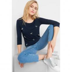 Koszulka z aplikacją 3D. Brązowe bluzki longsleeves marki Orsay, s, z dzianiny. Za 39,99 zł.