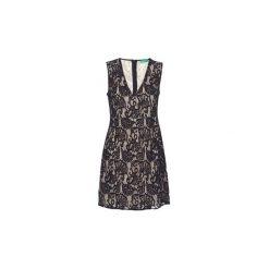 Sukienki krótkie Benetton  BOULODERI. Sukienki małe czarne marki Benetton, l, z krótkim rękawem. Za 194,30 zł.