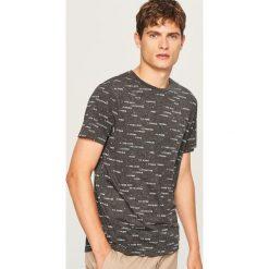 Melanżowy t-shirt z nadrukiem - Szary. Szare t-shirty męskie z nadrukiem Reserved, l. Za 39,99 zł.
