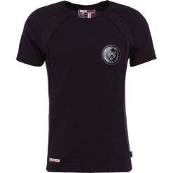 Plein Sport ROUND NECK DONE Tshirt z nadrukiem black. Niebieskie koszulki polo marki Tiffosi. W wyprzedaży za 401,40 zł.