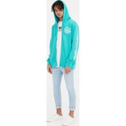 Bluza z kapturem Pacific Republic. Szare bluzy męskie rozpinane marki Pull & Bear, okrągłe. Za 39,90 zł.