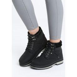 Czarne Traperki Sooth. Czarne buty zimowe damskie Born2be, ze skóry, za kostkę, na płaskiej podeszwie. Za 99,99 zł.