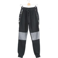Ciemnoszare Spodnie Dresowe Alter Ego. Czarne spodnie dresowe męskie marki Born2be, m, z nadrukiem, z dresówki, z kapturem. Za 54,99 zł.