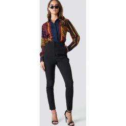 Spodnie damskie: NA-KD Classic Dopasowane spodnie garniturowe - Black