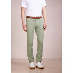 Rurki męskie: BOSS Orange SLIM Spodnie materiałowe khaki