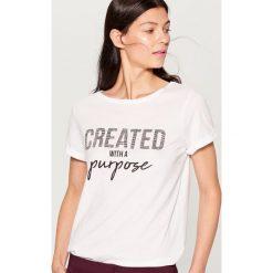 Koszulka z aplikacją - Biały. Białe t-shirty damskie Mohito, l, z aplikacjami. Za 49,99 zł.