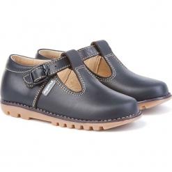 Skórzane półsandały w kolorze granatowym. Niebieskie sandały chłopięce Angelitos, ze sprzączką. W wyprzedaży za 185,95 zł.