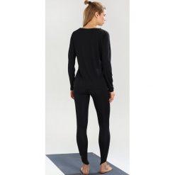 Super.natural GRAPHIC Bluzka z długim rękawem jet black/fatima hand. Czarne bluzki asymetryczne super.natural, l, z materiału, z długim rękawem. Za 299,00 zł.