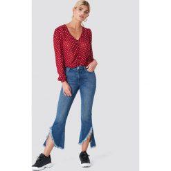 Rut&Circle Jeansy z asymetrycznymi brzegami - Blue. Zielone jeansy damskie marki Rut&Circle, z dzianiny, z okrągłym kołnierzem. Za 242,95 zł.
