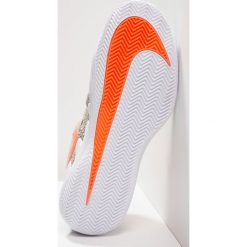 Nike Performance AIR ZOOM VAPOR X CLAY Obuwie do tenisa Outdoor light cream/bleached aqua/black. Białe buty do tenisa męskie Nike Performance, z materiału. W wyprzedaży za 471,20 zł.
