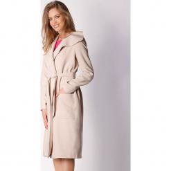 Płaszcz w kolorze beżowym. Zielone płaszcze damskie marki Last Past Now, xs, w paski. W wyprzedaży za 299,95 zł.